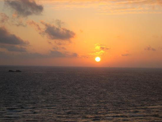 Sheraton Waikiki: お部屋からの夕日