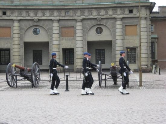 Kungliga Slottet: Changing of the guards.