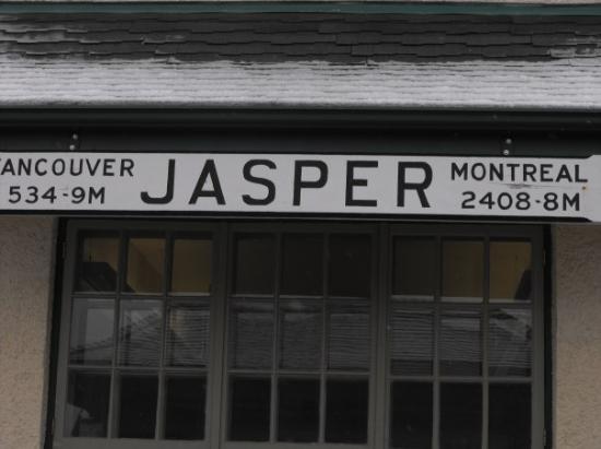 Jasper Information Centre: Sign at Jasper Train Station