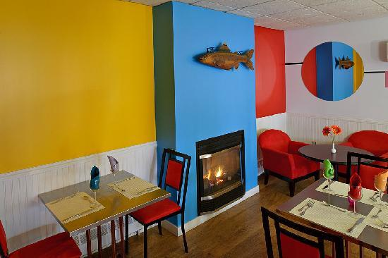 Lunenburg, Canada: Relax in our lounge by our fireplace. What a way to end the day!
