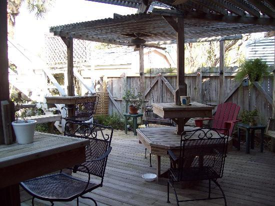 17th Street Inn: The porch area.