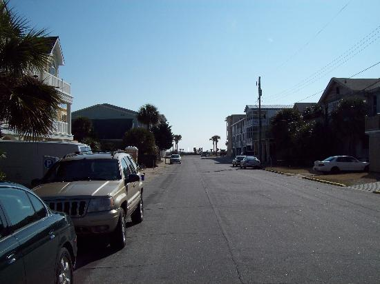 17th Street Inn: Standing in front of the Inn and looking down the street to the ocean.