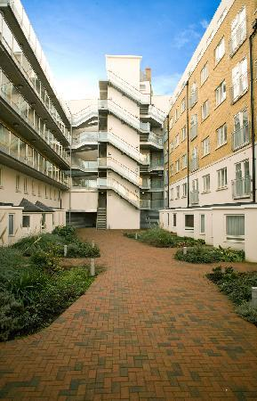 Marlin Apartments Limehouse City Docklands Courtyard