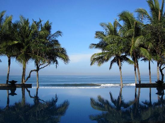 The Legian Bali: Legian Bali: Infinity Pool Morning