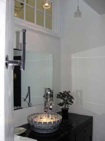Marblehead, MA: Canton Bathroom
