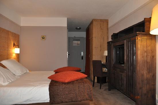 Hotel L'Aigle des Neiges: bedroom area