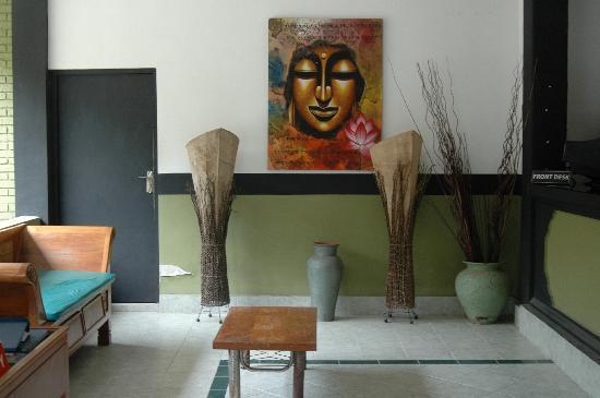 Puri Etnik Hotel: the lobby