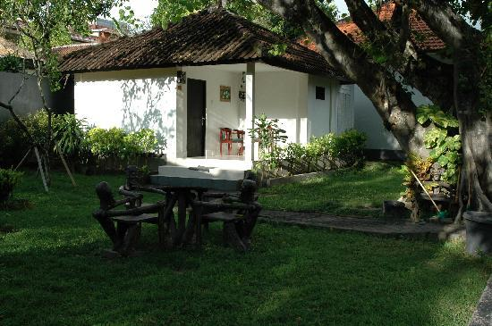 Puri Etnik Hotel: one of the bungalows