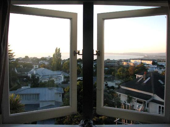 Barrowmeade B&B: View at dawn 23feb10