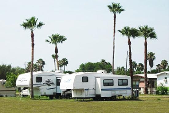 Lakefront Lodge: Tropical RV sites