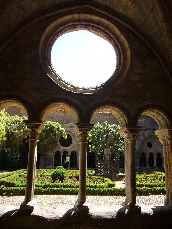 Abbaye de Fontfroide - arches