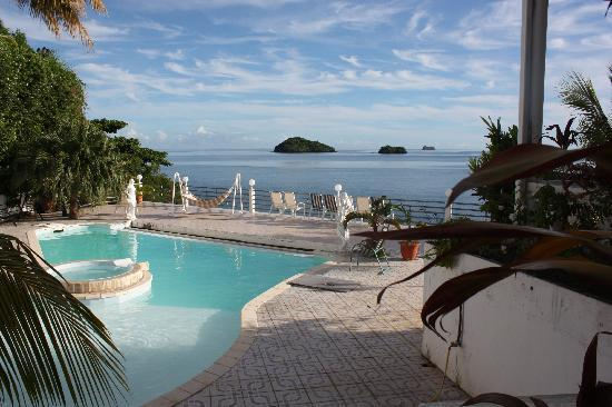 Dzaoudzi, Mayotte: Vue depuis la piscine