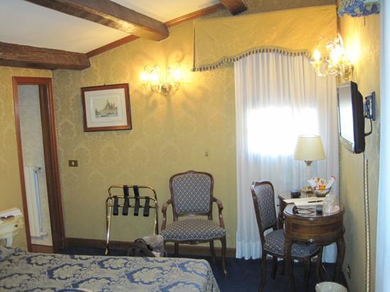 Hotel Savoia & Jolanda: Savoia & Jolanda room