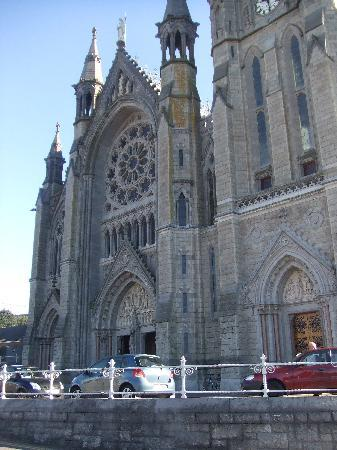 Belvedere Lodge: The magnificent Cathedral at Cobh (Cove)