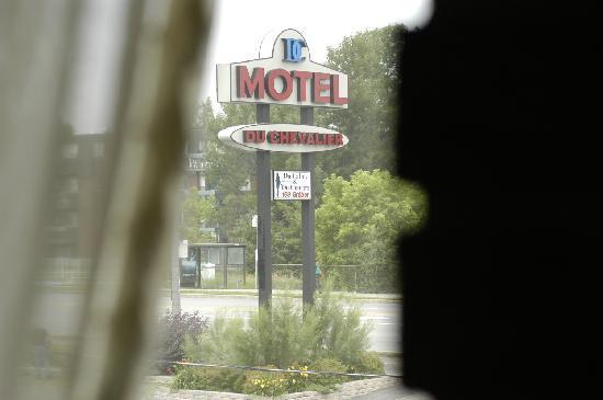 Du Chevalier Motel & Suites : vue de la chambre