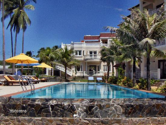 Grace Boutique Resort: The pool and garden of Hotel Grace