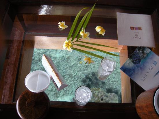 Manava Beach Resort & Spa - Moorea: Coffee table view