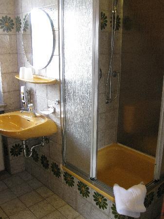 Hotel Schneider: Bathroom