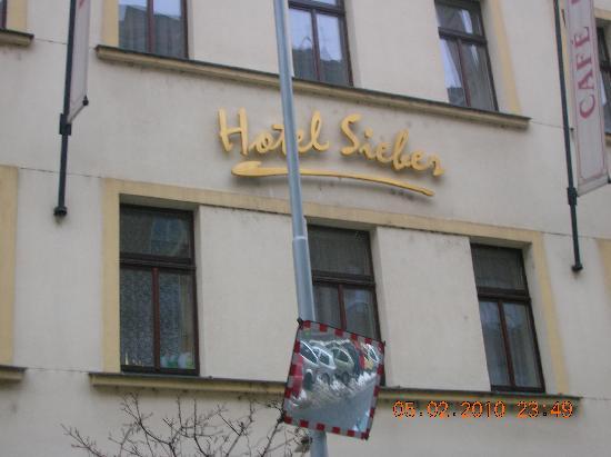 Louren Hotel: Hoteleingang von außen