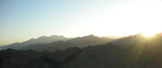 Hike Dahab: The stunning mountain silhouettes I mentioned