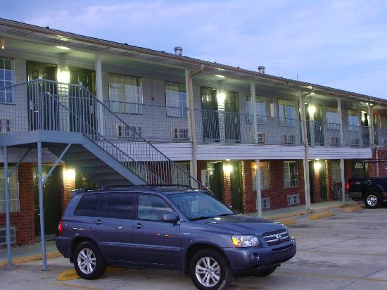 Colonial Inn: Back Side