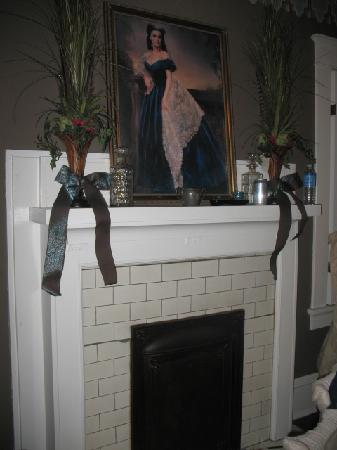 The Georgian Inn: Fireplace
