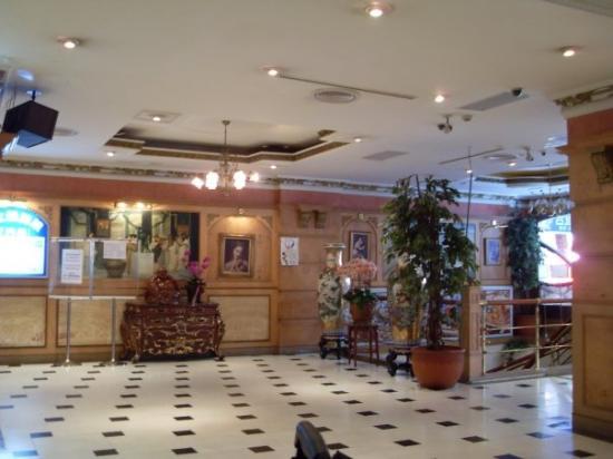 Paradise Hotel: The lobby of my hotel...