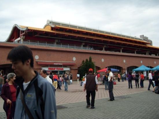 Danshuei: Danshui Metro Station from the outside