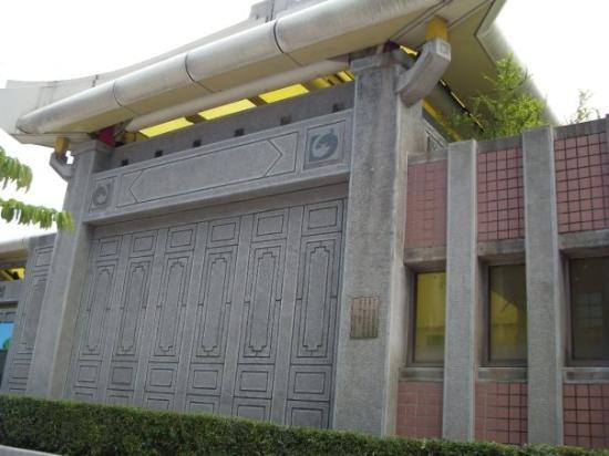 Longshan Temple: The station outside Long Shan Si (Temple Long Shan)