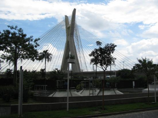 Sao Paulo, SP: Cool Bridge just across from the Hilton.