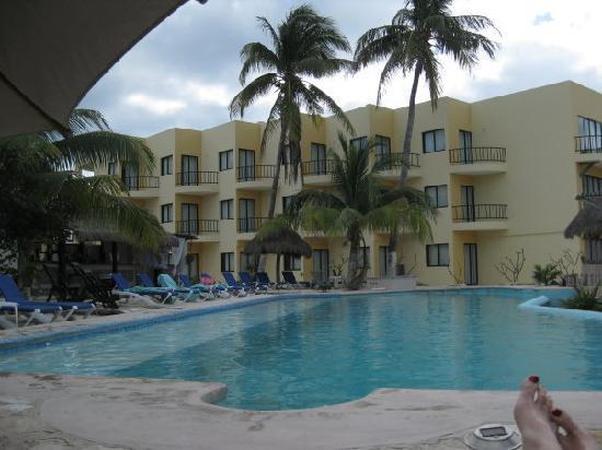 Isla Mujeres, Mexico: View of pool at hotel posada del mar