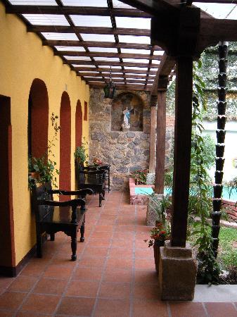 Hotel Casa Antigua: outside the rooms