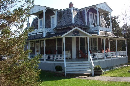 Brady's NESW Bed & Breakfast: front view