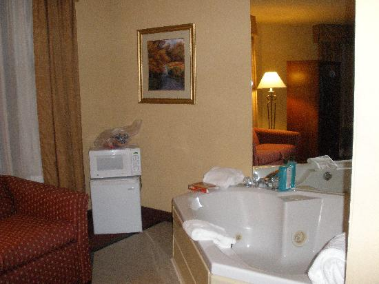 Best Western Holiday Manor Newton Iowa: Relaxing spa tub... heaven!