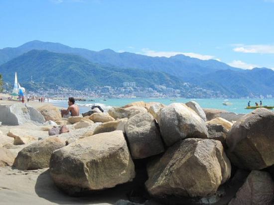Crown Paradise Club Puerto Vallarta: Rocks and mountains. So pretty.