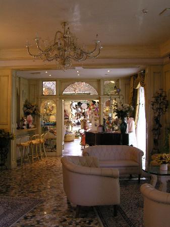 Riviera Hotel: The lobby area