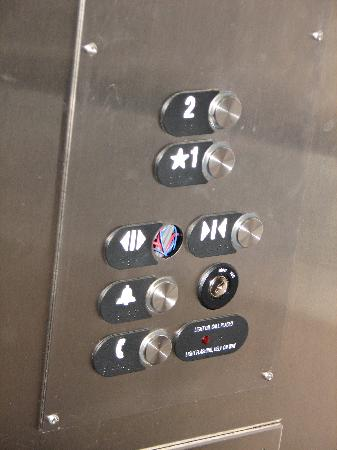 Clarion Hotel & Conference Center: Elevator hold button missing. (yes, I like it when elevators crush me)