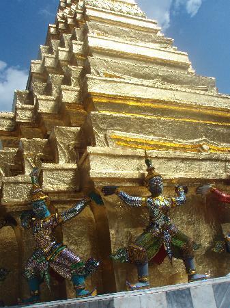 Wat Phra Kaeo-tempelet: 金ぴか