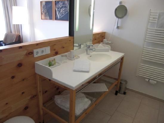 Das Waschbecken ist direkt im Zimmer - das muss man mögen