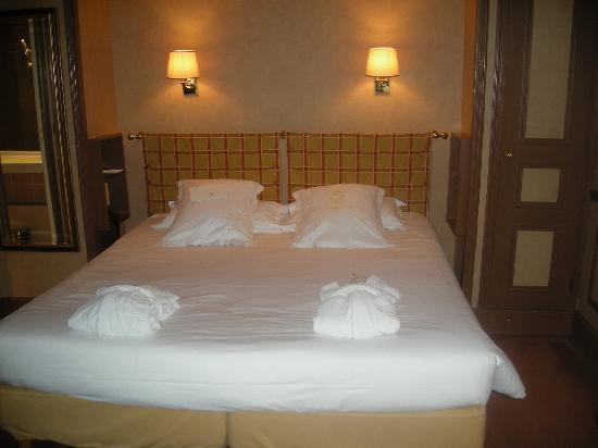 Queen Bed (VERY comfy)