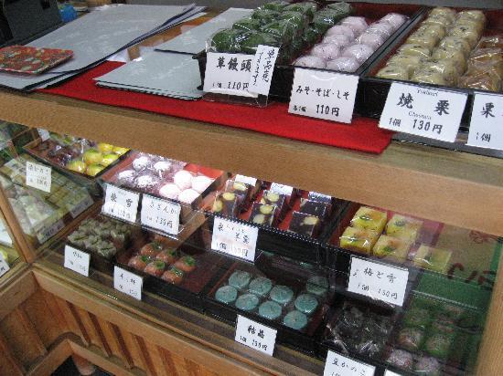 Takayama, Japan: とらやさんの和菓子