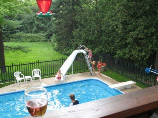 Barrie, Canada: Kids in the pool