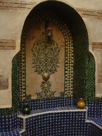 Riad Dar Nimbus: Fontaine  dans le patio
