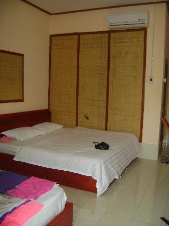 Phoomchai Guesthouse: room