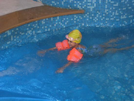 Radisson Shimla - swimming pool