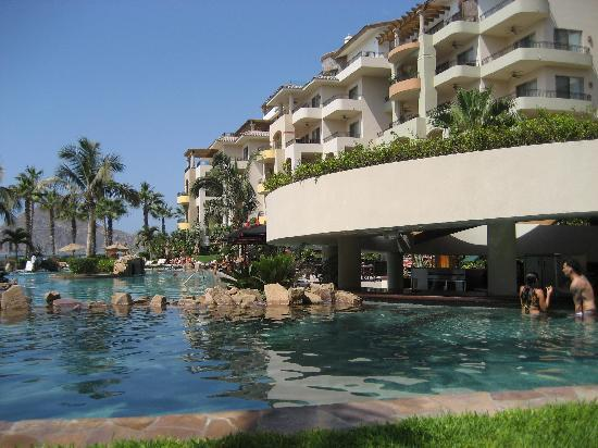 The pool area with swim up bar (all inclusive!)