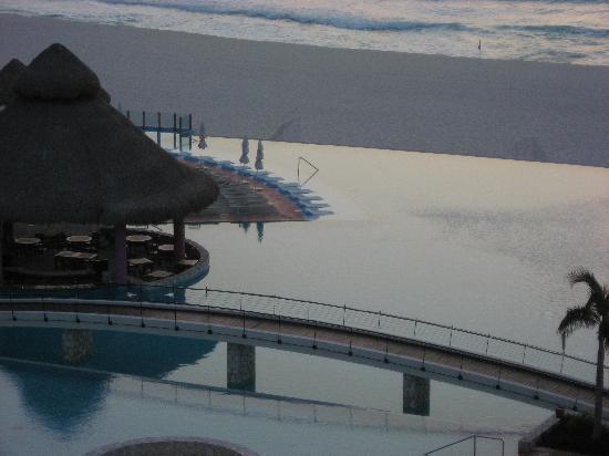 Bridge/Infinity Pool