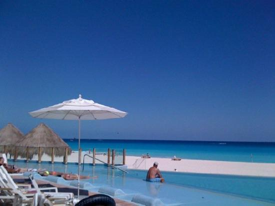 The Westin Lagunamar Ocean Resort Villas & Spa, Cancun: Postcard View Westin Pool