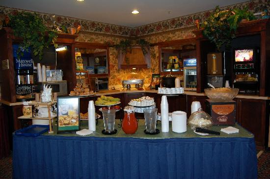 Country Inn & Suites by Radisson, Des Moines West, IA: part of the generous breakfast buffet