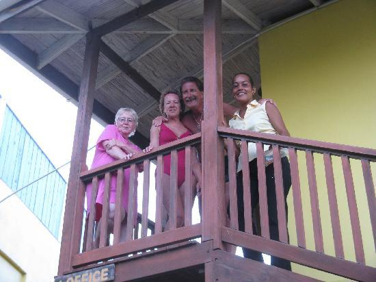 Sugarapple Inn: Cilla and regular guests from Canada
